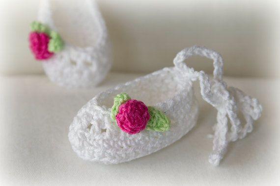 Newbron Baby Girl Slippers Booties Crochet PATTERN 0-3 month in PDF