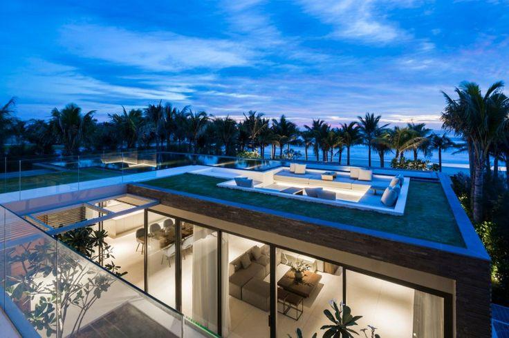 Villa design avec piscine sur le toit - Visit the website to see all pictures http://www.amenagementdesign.com/architecture/villa-design-piscine-toit/