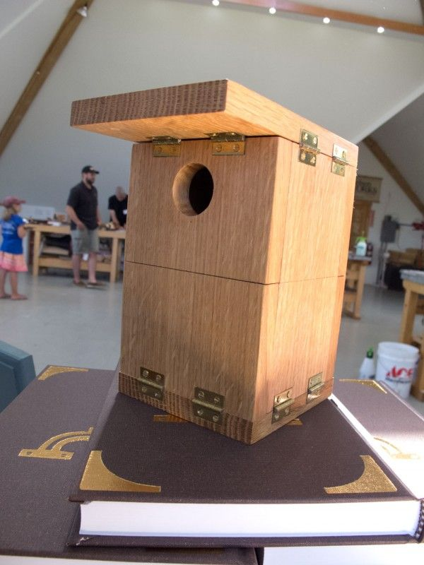 I often joke that I will someday make my fortune by writing a birdhouse book – typically the best-selling woodworking books (by far). And many readers have asked (jokingly) why I didn't include a campaign birdhouse in my latest book on campaign-style furniture. So it was amusing when woodworker Ric Archibald showed up with a campaign birdhouse he had made that collapses like a typical campaign bookcase. The bookcase uses …