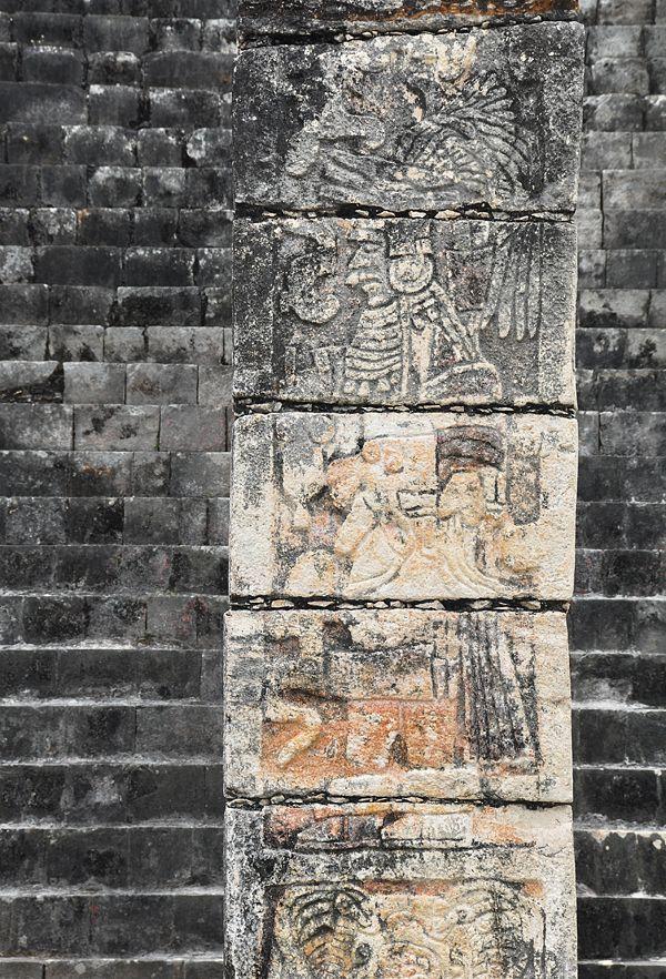 Chichen-Itza_Temple-of-the-Warriors_4