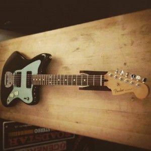 En ce moment à l'atelier : Fender Jazzmaster Mexique de 2010 pour un réglage complet. Cordes d'Addario NYXL 10-46.