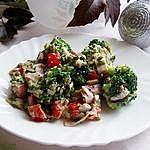 Sałatka brokułowa z żurawiną i słonecznikiem