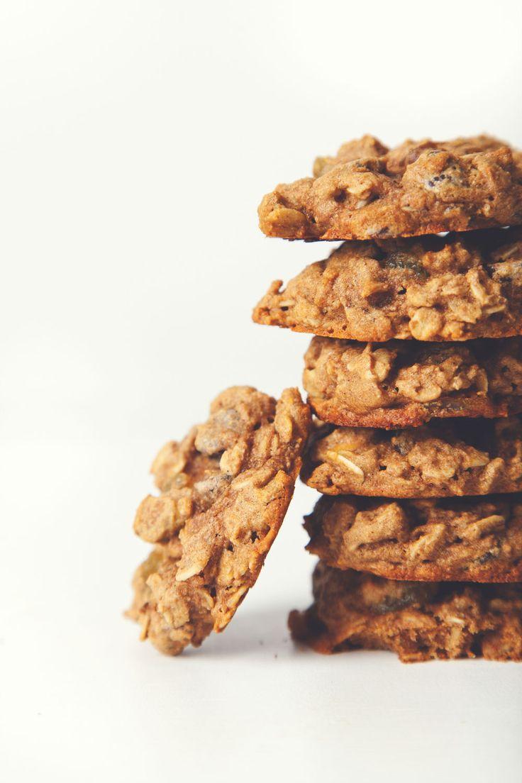 Pickles & Honey: #Vegan Pistachio Chocolate Chip Oatmeal Raisin Cookies | Vegan Miam