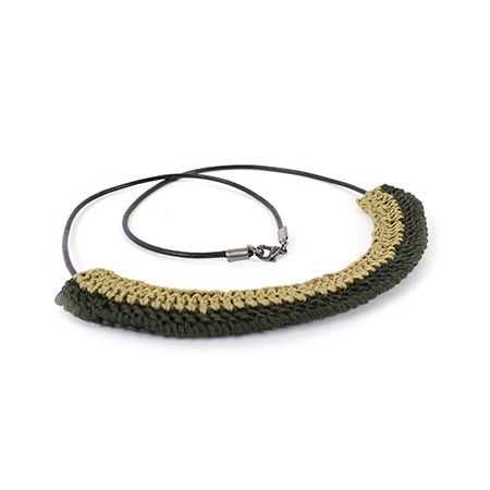 Crocheted necklace on leather cord / Collier crocheté sur cordon en cuir | DeSerres