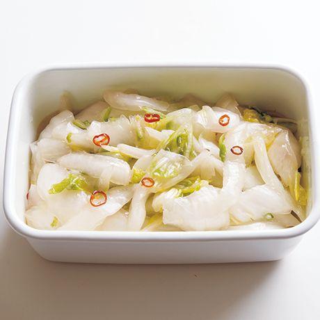 レタスクラブの簡単料理レシピ ごま油がほんのり香ってご飯に合う「白菜の甘酢漬け」のレシピです。