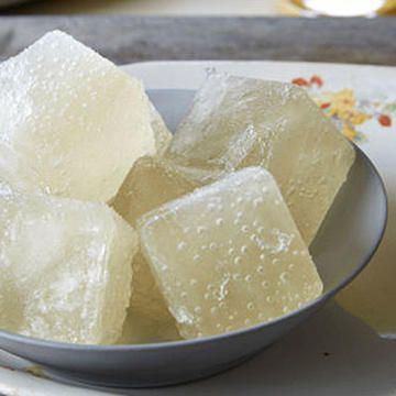 Entertain your guests with fabulous tasting ice cubes! Try making these easy-to-make champagne ice cubes at your next brunch. Everyone will love having these ice cold treats in their drinks.