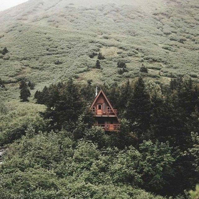 """- """"Se o telhado não for bem construído ou estiver em mau estado, a chuva irá entrar na casa; assim a cobiça facilmente entra na mente, se ela é mal treinada ou fora de controle."""" (Follow: @selfievip)"""