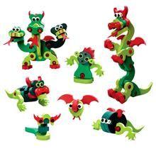 É hora de começar a explorar as facetas desse bichinho inusitado com o Quebra-Cabeça 3d dragões e serpentes. Basta seguir as simples instruções ou usar a imaginação para transformar essas pecinhas em dragões e serpentes. Um brinquedo educativo que desenvolve a coordenação motora orientação espacial e criatividade, são 48 peças de espuma atóxica e conectores de plástico, para construir o personagem impressionante em 3D, ou usar sua imaginação para inventar suas próprias criaturas.