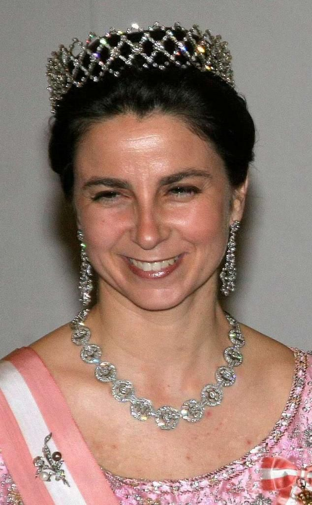 Duchess of Braganza, née Dona Isabel wearing a diamond choker as a tiara.