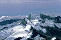 Picos nevados Simons, Colón y Bolivar.