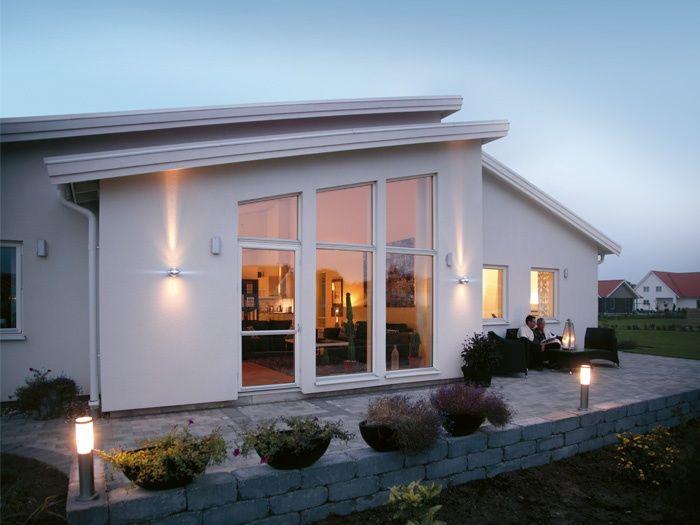 Myresjöhus: Tenor - 134 m2, åstak v-rum/kök, 1 klädkammare, inget badkar på grundskissen, småtråkigt yttre. Dock intressant förslag med carport och förråd i Alternativ planlösning 2. J:3,5