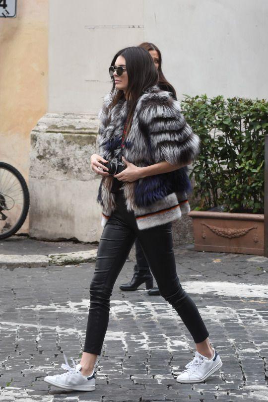 Black skinny pants / Fur jacket