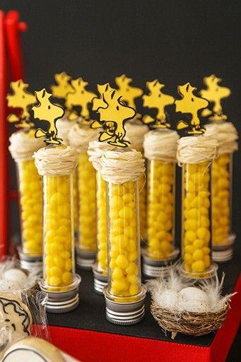 Junto com a turma dos Peanuts, o famoso beagle dos HQ foi o tema escolhido para comemorar o primeiro do Rafael, com decoração da Caraminholando