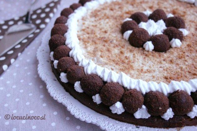 Torta tartufo all'amaretto con crema di ricotta e noci