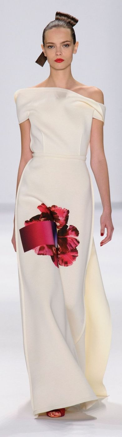 Carolina Herrera Spring/Summer 2015 ~ NYFW. i dont know if the flower placement was a good idea :S