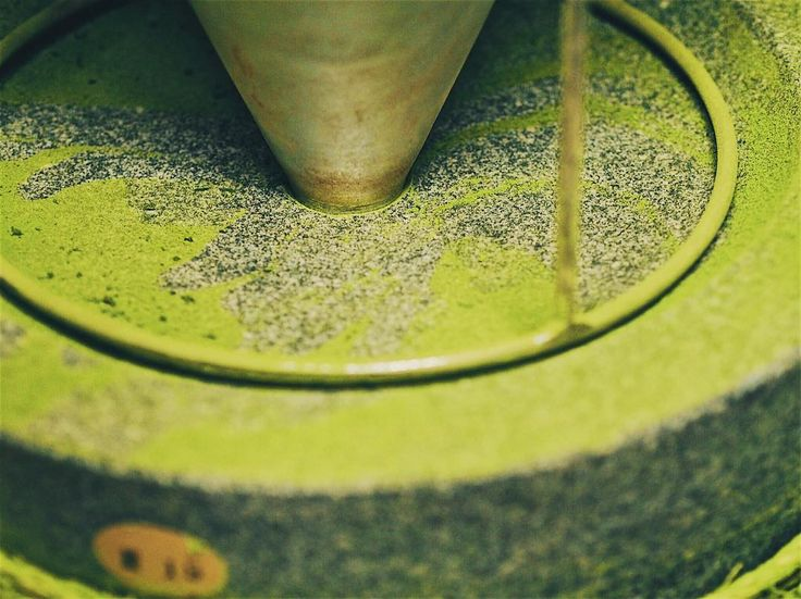 Featuring: Stone mill grinder . This one very important equipment / machinery required to process  into our favourite Matcha Green tea 抹茶