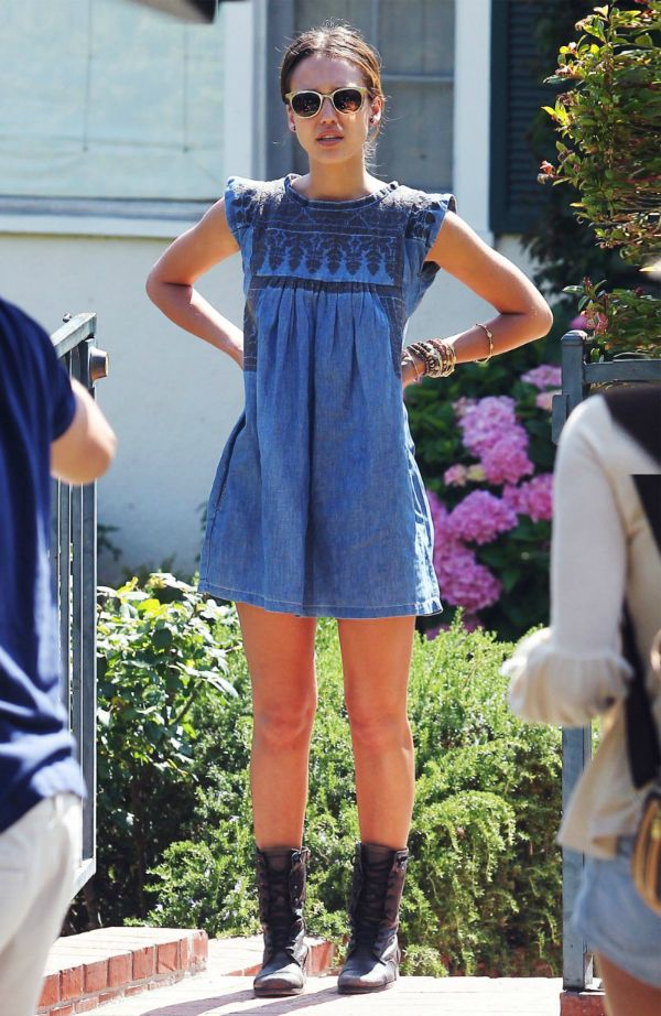 Jessica Alba denim dress street style