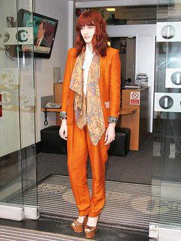 フローレンス・ウェルチ、またまたパンチの効いたクールな私服を披露!