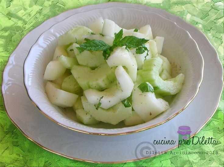 L'insalata di cetrioli alla menta è un fresco contorno estivo,facile e veloce. Ingredienti per questa ricetta (4 persone): cetrioli, 3 menta fresca, .......