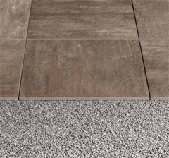 20mm thick porcelain stoneware by Refin Out2.0. Directly on soil and gravel