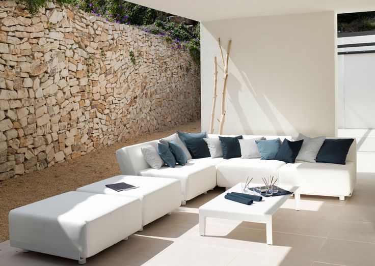 The Mirthe Sofa puts your indoor sofa outside. Extra thick UV and water-resistant cushions are kept in place by subtle, white-varnished aluminium shells. Arrange your own personal concept using the three basic elements. Design by Wim Segers for Tribu. www.marlanteak.com