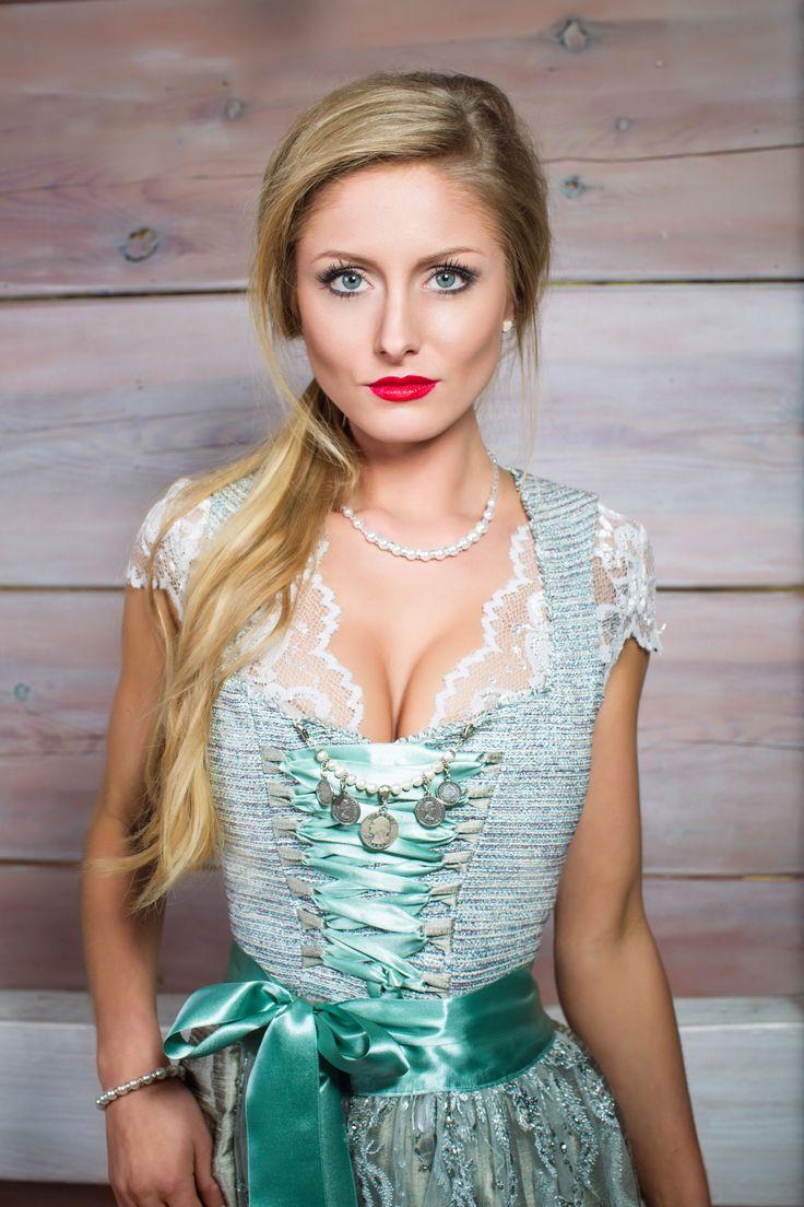 AlpenHerz ♥ Dirdnl -extravagantes Dirndl in grün mit einer rosa/grünen Seidenschürze von der Dirdnlmanufaktur #Alpenherz aus Kempten im Alläu #dirndl #hochzeit #hochzeitsdirndl #wedding #braut #brautjungfer #brautmode #brautkleid #bride #weiß #spitze #liebe #münchen #germany #hochzeitskleid #hochzeitfrisur #hochzeitschmuck #alpenherz