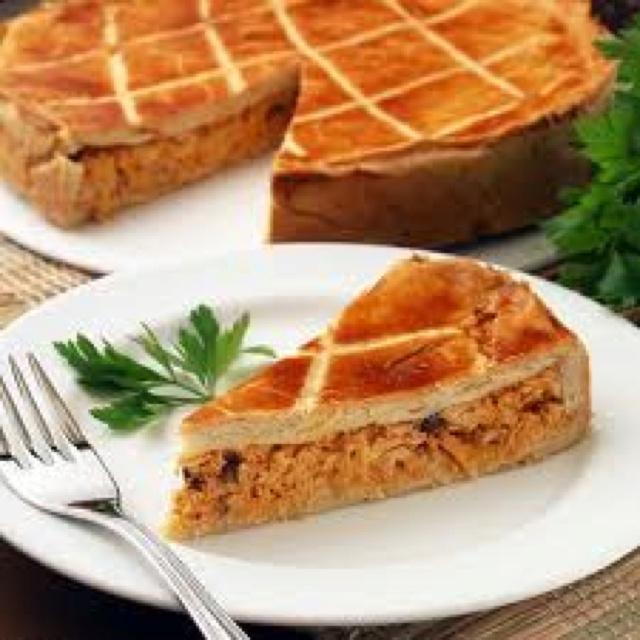 Chicken pot pie Brazilian style (empadão de frango) absolutely AMAZING! http://cynthiapresser.com/recipe-blog/main-dishes/chicken/148-chicken-pot-pie-brazilian-style-empadao-de-frango