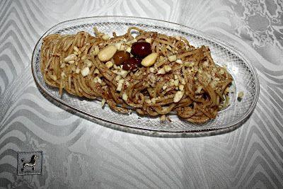 DIMMI CON CHI VAI E TI DIRO' CHI SEI: Spaghetti con crema di stracchino, patè di olive t...