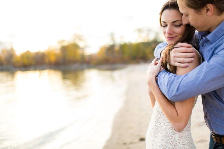 Deux amoureux à Toronto, Séance de fiançailles | Photo de couple au coucher du soleil