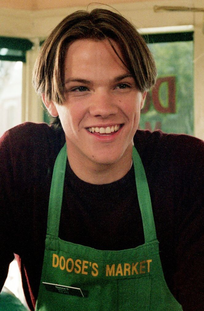 """Doose's Market NOT Moose's market! """"Gilmore Girls"""" 2000 TV series as Dean<< THANK YOU!!! i hate the version of this where his apron says """"Moose's Market"""" so dumb"""