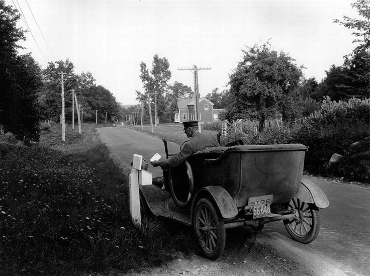 Почтальон доставляет почту в Йорке, штат Мэн, август 1930