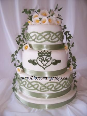 May the luck o' the Irish be wi' ye... Sage green and white cake with calla lilies
