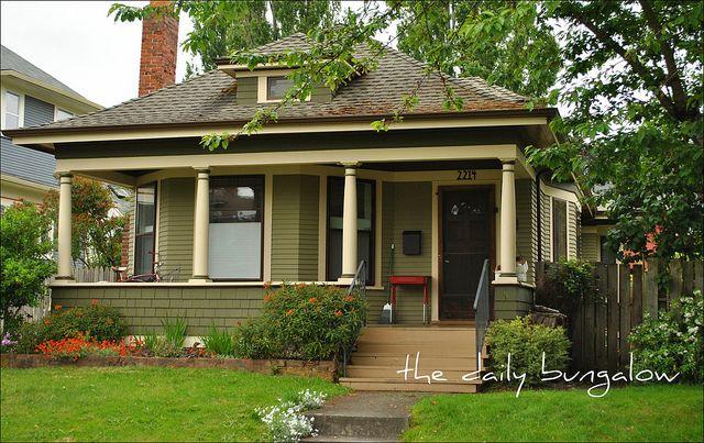 1000 images about bungalow exteriors on pinterest for Bungalow exterior paint colors