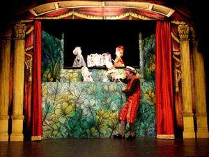 Il tradizionale e celebre teatro dei burattini di Luzzati con le voci di cantanti lirici che eseguono arie di Mozart