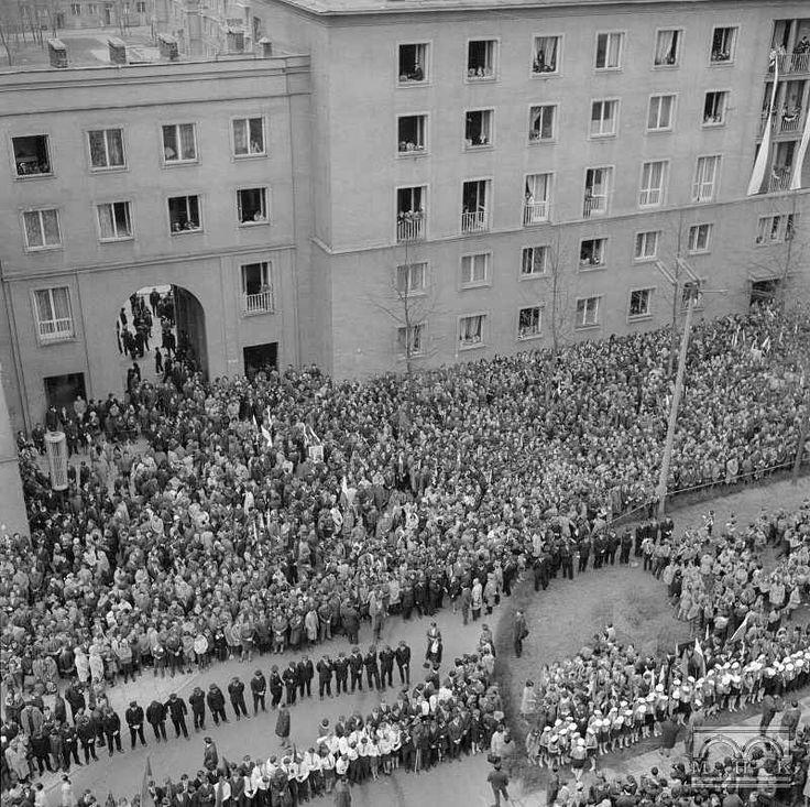 Uroczystość wmurowania kamienia węgielnego pod pomnik Lenina w Nowej Hucie 20.04.1970