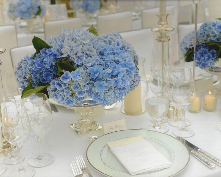 A elegant dinner table designed by Raul Avila