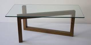 """Tavolo """"Momento"""", un'idea di Roberto e Stefano Truzzolillo che hanno reinterpretato uno dei pezzi storici che Isamu Noguchi ha firmato per Herman Miller nel 1947."""