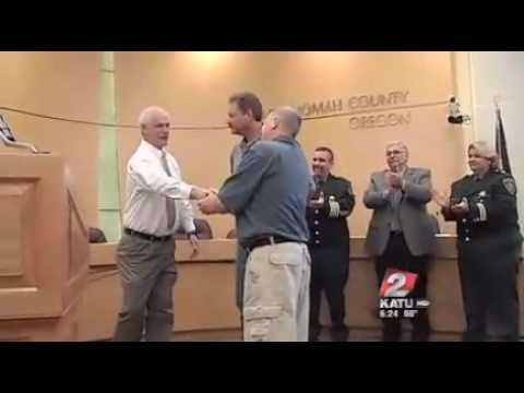 Sheriff's office honors inmates who saved deputy's life - YouTube