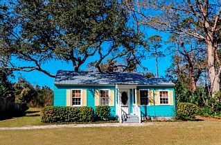 Pet Friendly Cottage in Village Location! Fletc Per Diem Accepted