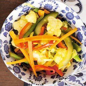 Indische rijsttafel: Atjar tjampoer (mixed indonesian vegetables salad)