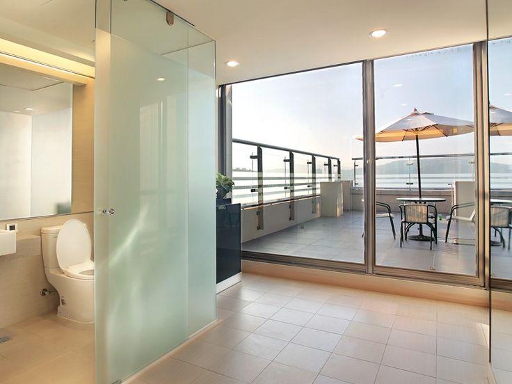 tall shower with skylight | 晶澤設施 | The Crystal Resort Sun Moon Lake