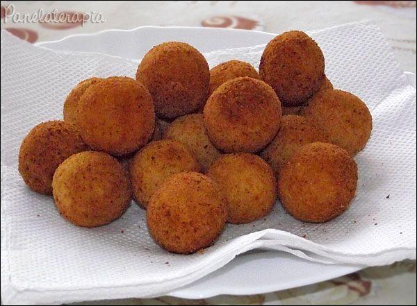 PANELATERAPIA - Blog de Culinária, Gastronomia e Receitas:                                               Já experimentei! Delicia! Muito facil! Bolinha de Queijo