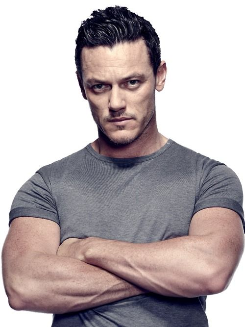 Men's Health Magazine November 2014 Issue : Cover Star Luke Evans
