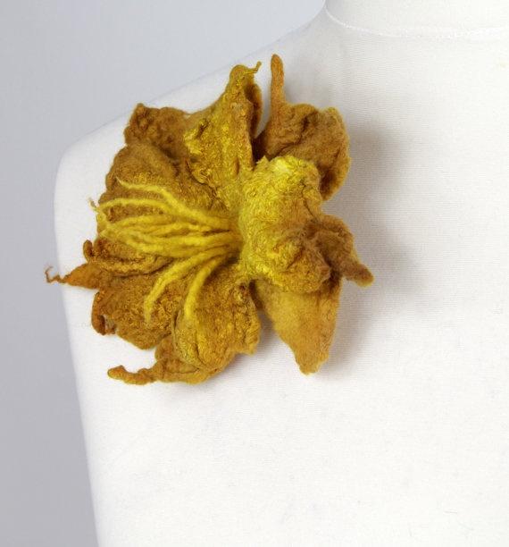 Beautiful broach.Brooch Pin, Brooches Pin, Felted Flowers, Beautiful Broach, Flower Brooches, Felt Flower, Huopaisia Juttuja