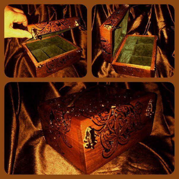 houtsnijwerk koffertje