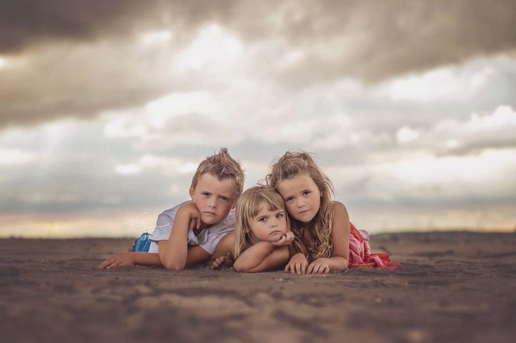 sibling photography, sibling poses, beach photoshoot, family pictures, tisha johnson photography, beyond the wanderlust, inspirational photography blog
