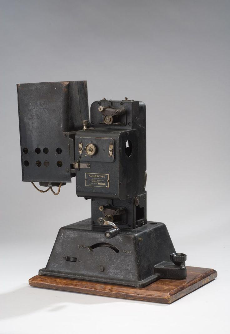 Proyector de cine de manivela - 3 Museos
