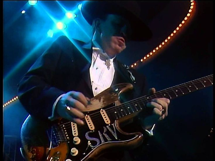 Two legends just killin' it on the blues! Stevie Ray Vaughan & Albert Collins Frosty Live In Washington Convention Center 1080P (Awesome video and sound quality too)