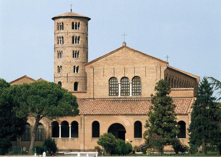 Facciata della basilica di Sant'Apollinare Nuovo a Ravenna.