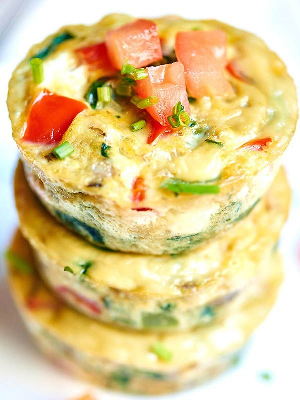 I love that these healthy egg muffin cups can be made in advance. These muffin cups have less than 50 calories per muffin and are packed with vegetables, so eat up and serve with some toast, your morning coffee, yogurt, etc! showmetheyummy.com #breakfast #healthy #togo #easyrecipes #vegetarian